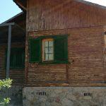 Casa de Madera Pintada con Gaina